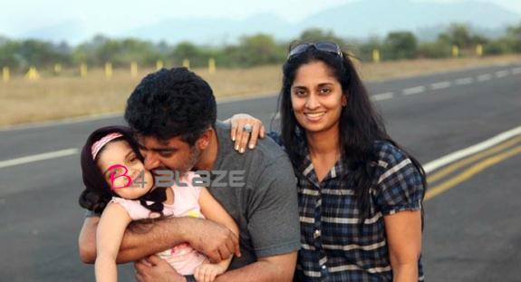 ajith-rare-family-photo-Ajith-Shalini-Daughter-Anoushka