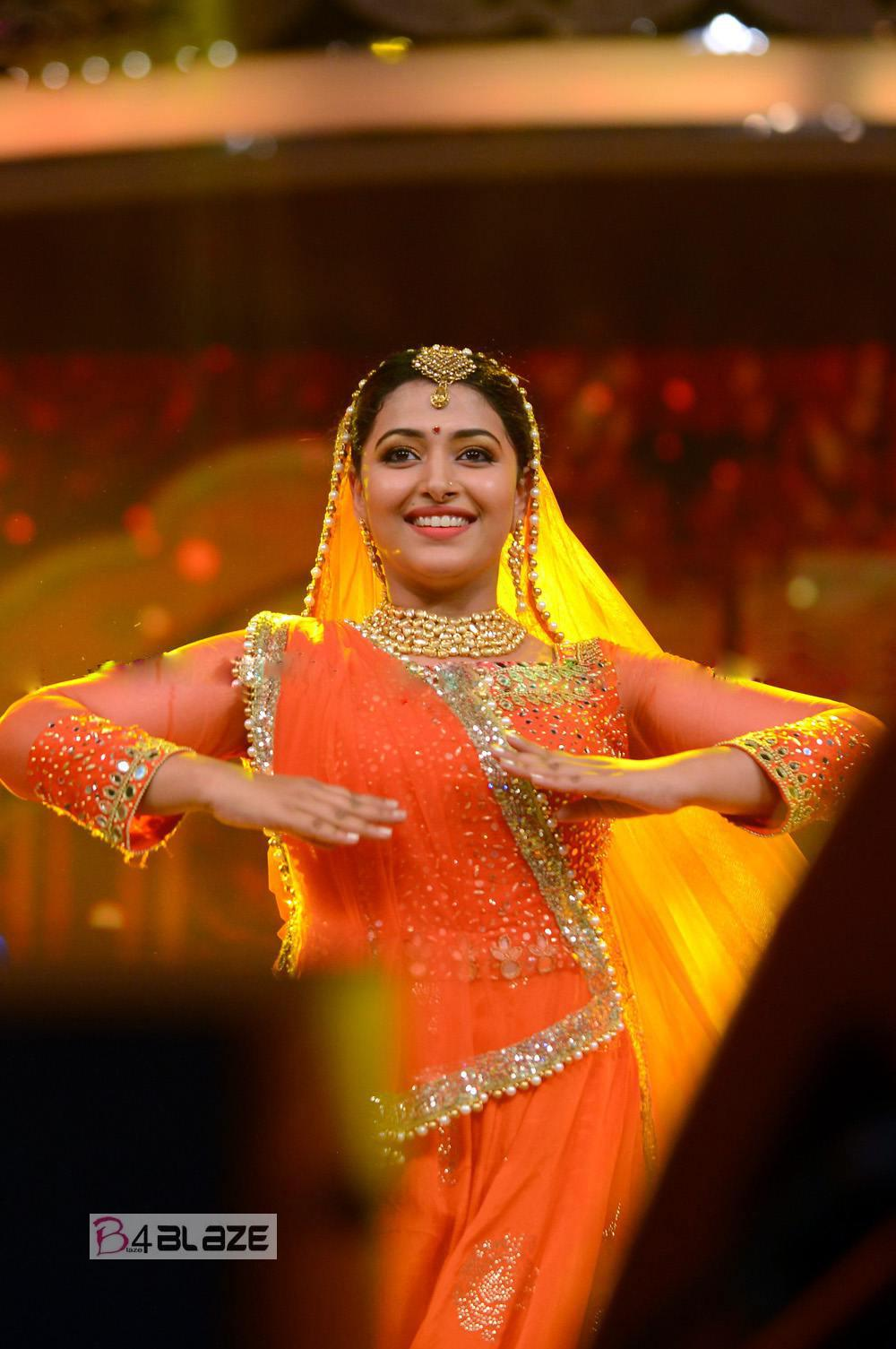 Anu Sithara in stage performance