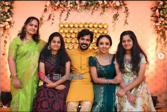 Srinish and Pearle Maany Engagement Photos (4)