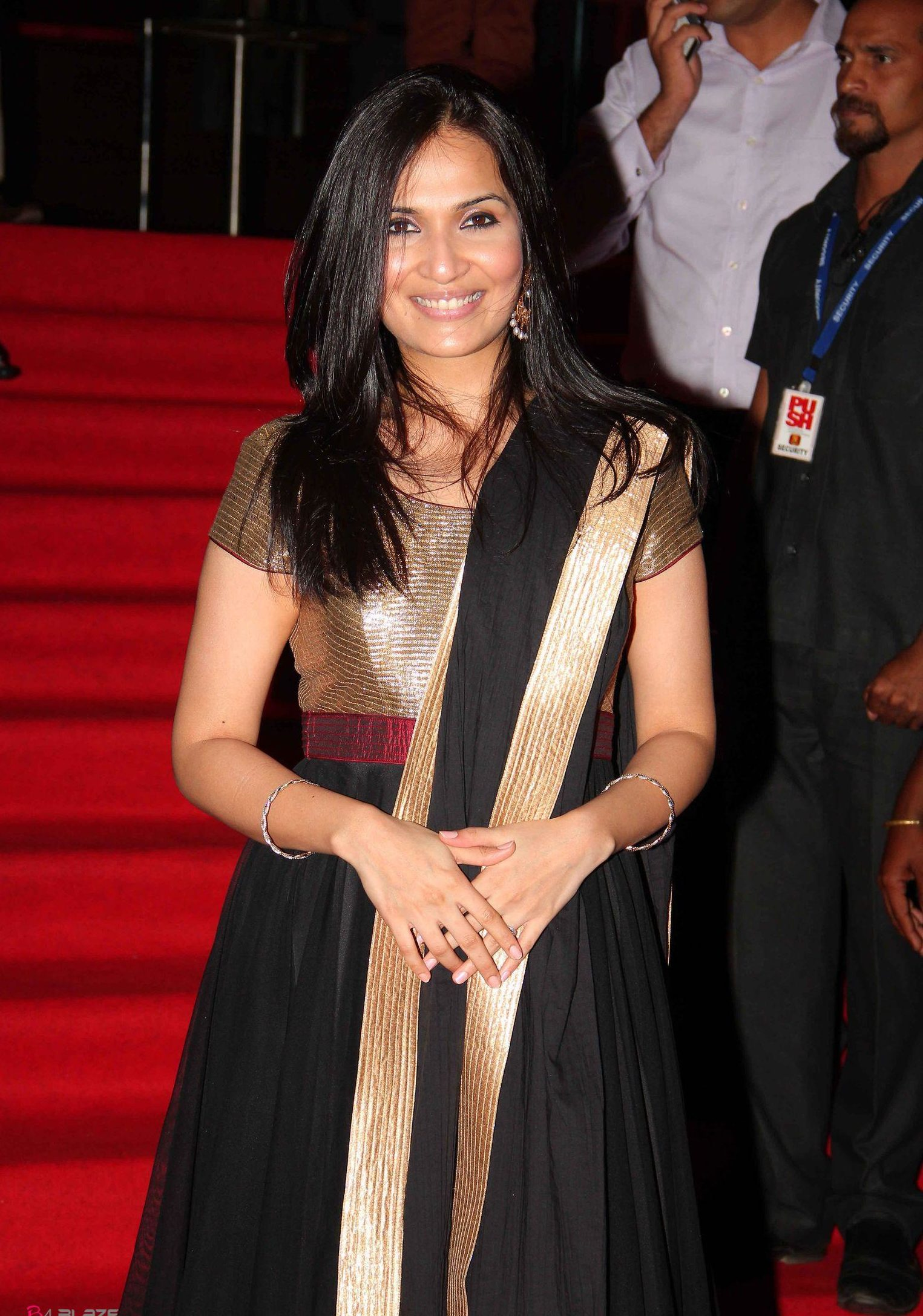soundarya rajinikanth images
