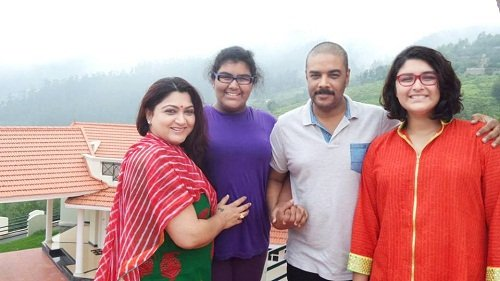 kushboo with family