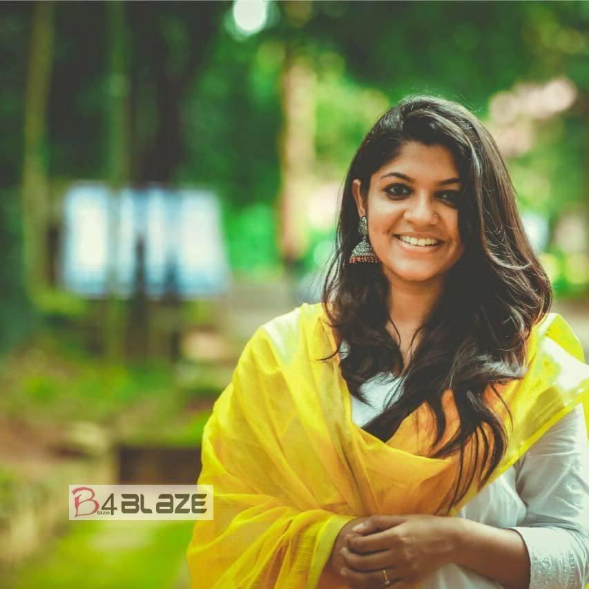 Aparna Balamurali Latest HD Photo (2)