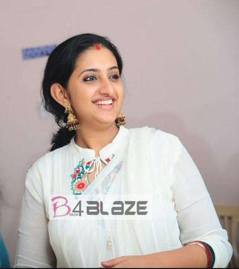 Saritha Jayasurya single photo
