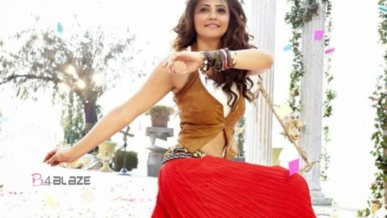 Daisy Shah dancing