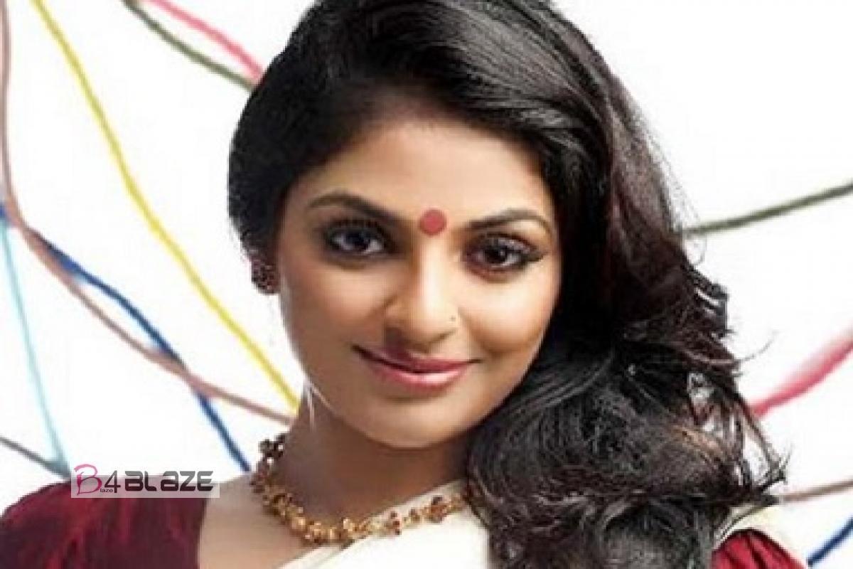 Malayalam Actress Mythili with makeup