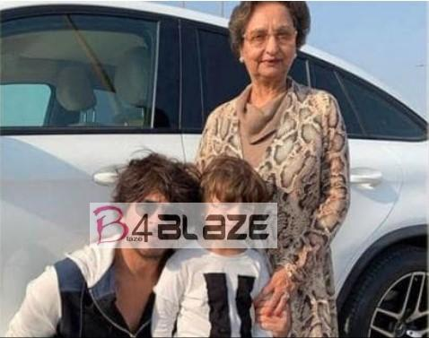 Shahrukh Khan with Mother in low