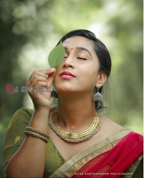 Anjali Ameer's glamorous photoshoot 4