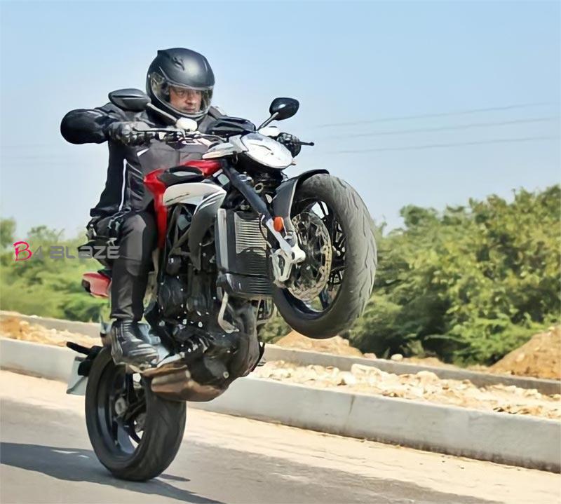 ajith-valimai-bike-stunt2711220m1